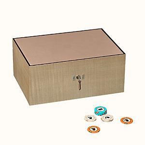 Lift poker box