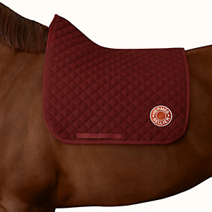 Swing dressage saddle pad