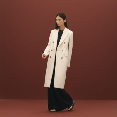 Coat with integrated collar