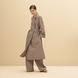 Trenchcoat with integrated collar