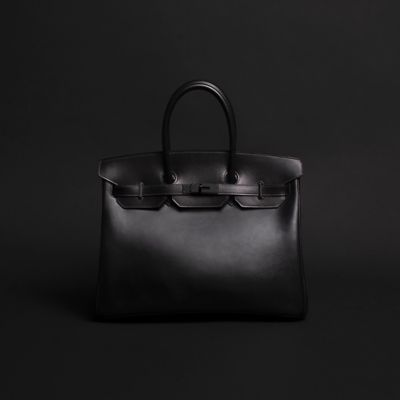 Swivel Clasps Keys And Base Studs Are In Dense Shiny Black It S Only Natural That The Birkin So Bag Shows Its True Colour Inside A Box