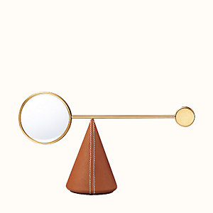 Equilibre d'Hermes magnifying glass