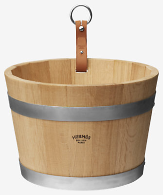 Groom stable bucket -