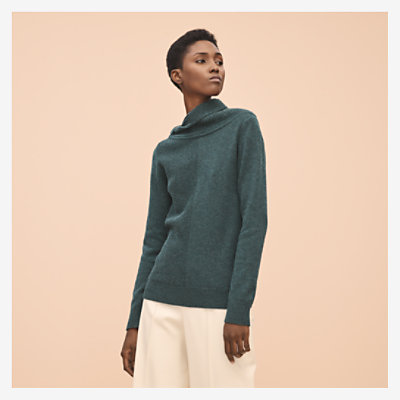 Asymmetric neck sweater -