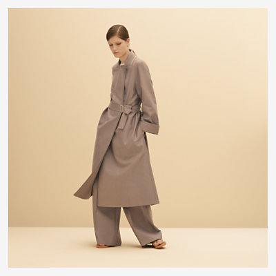 Trenchcoat with integrated collar -