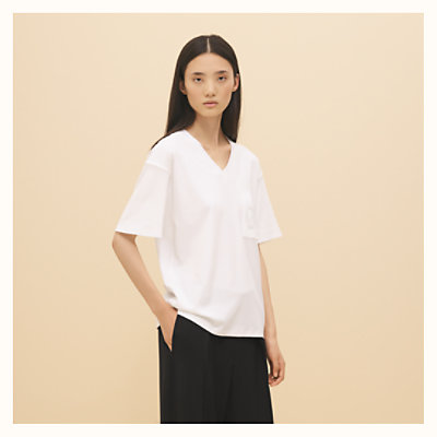 Embroidered pocket v-neck t-shirt