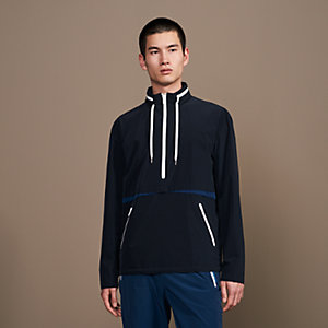 Sport capsule sweater with shadowed pockets