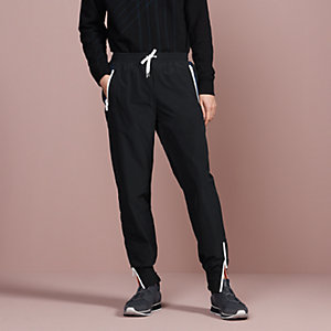 Sport capsule jogging pants with shadowed pockets