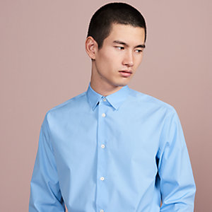 Fitted shirt with flexible collar