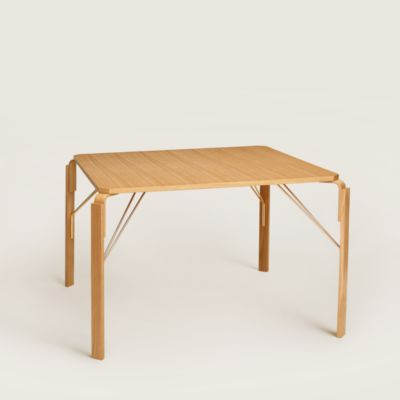 Equis d'Hermes table