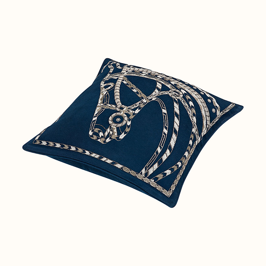 zoom image, Robe du Soir pillow