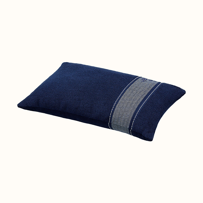 zoom image, Yachting Uni beach pillow